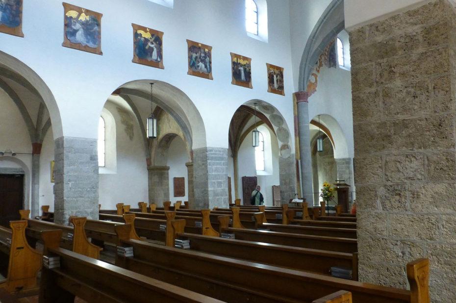 Vue de l'intérieur de l'église Saint-Hippolyte