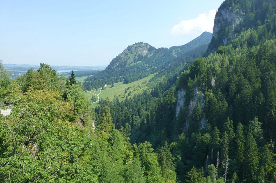 Vue sur les montagnes depuis le château