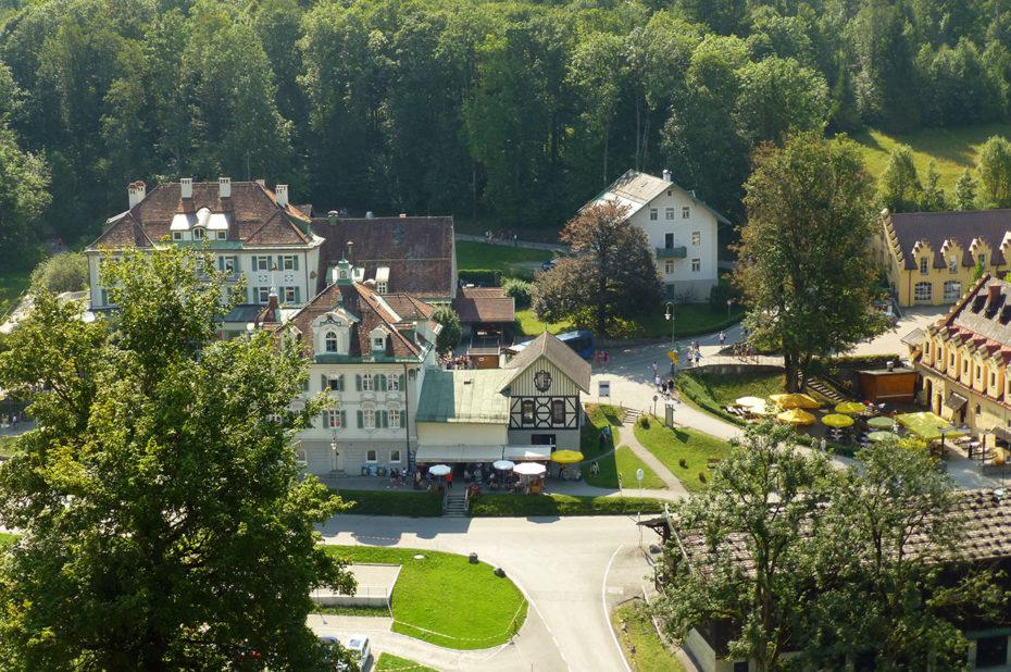 Vue sur le village d'Hohenschwangau où l'on prend son ticket