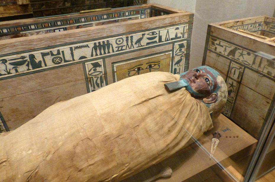 Cercueil et momie de Ukhhotep, fils de Hedjpu