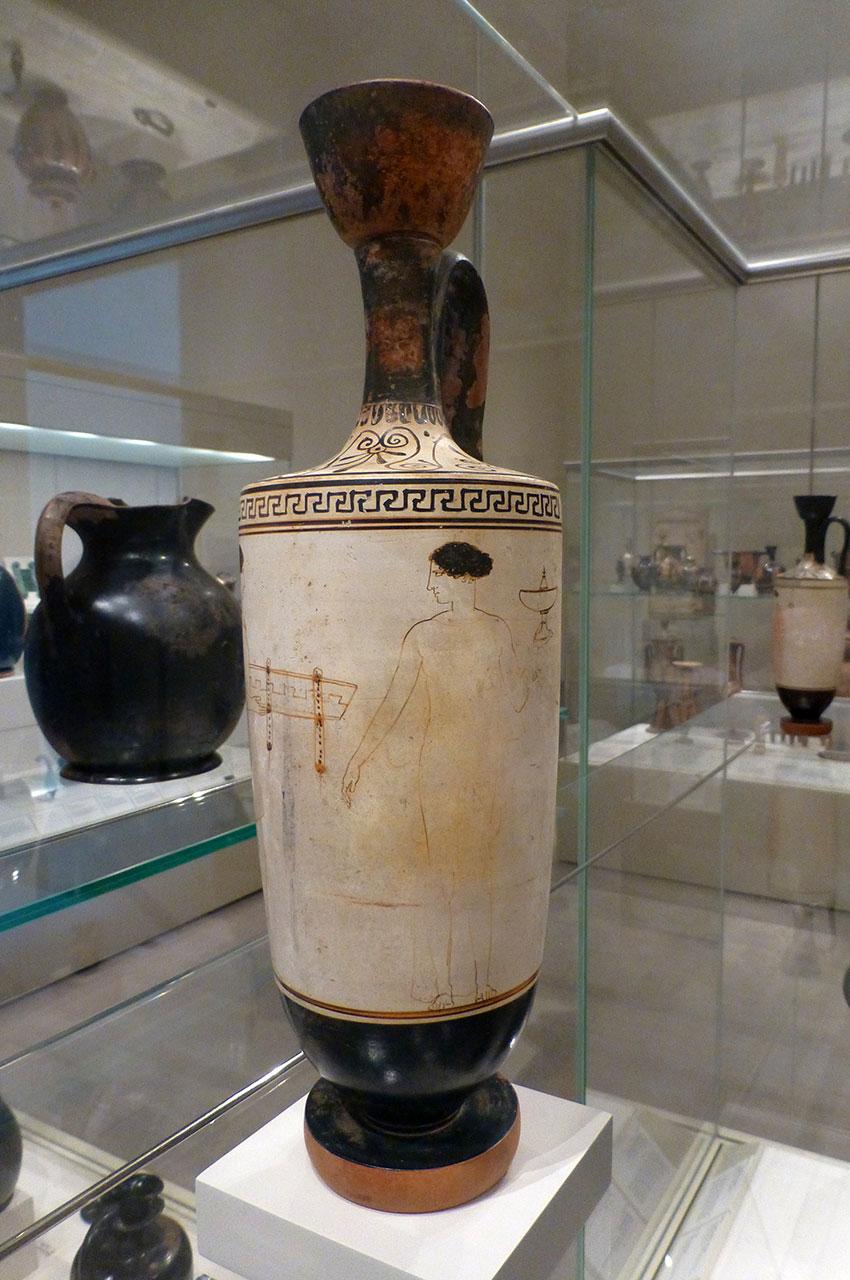 Lekythos en terre cuite (fiole à huile)