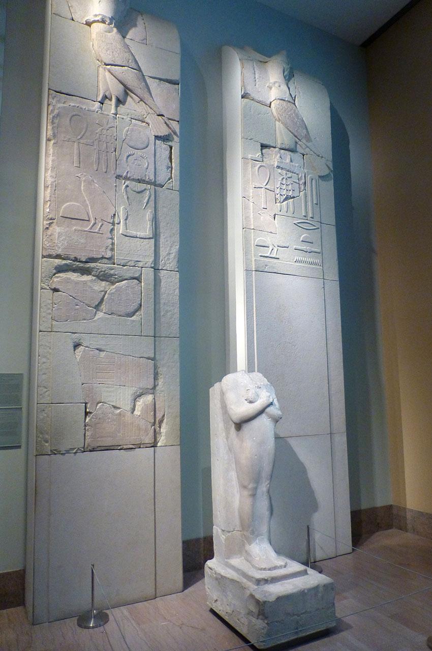 Mur intérieur droit du complexe pyramidal de Sésostris Ier
