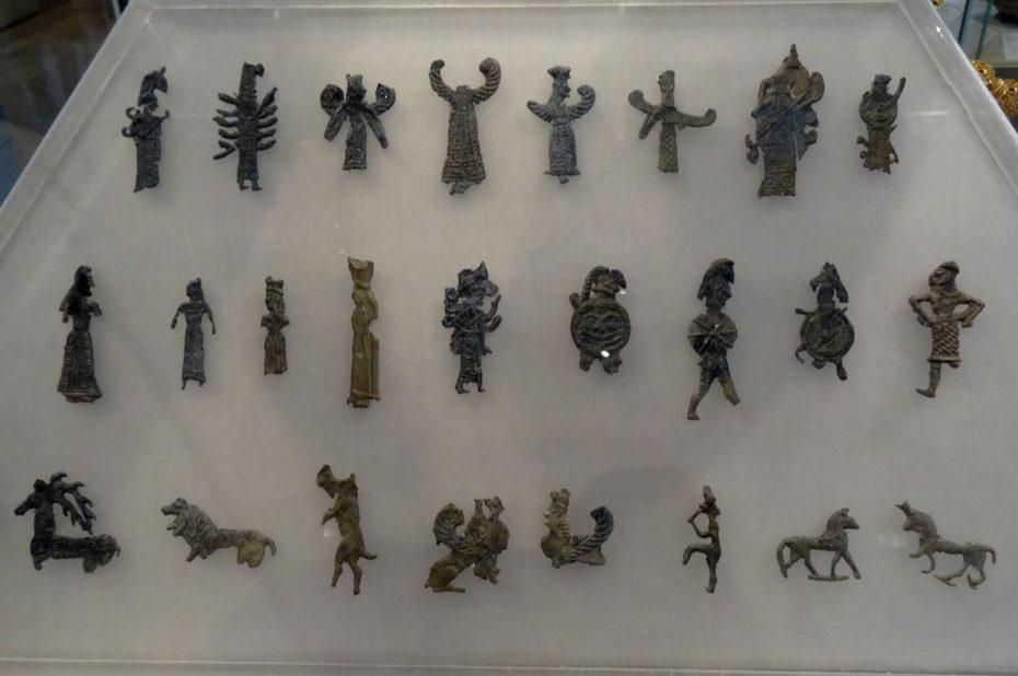 Petites figurines de terre cuite
