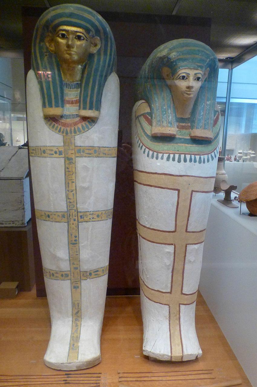 Sarcophages d'un homme et d'une femme datant de la 18e dynastie