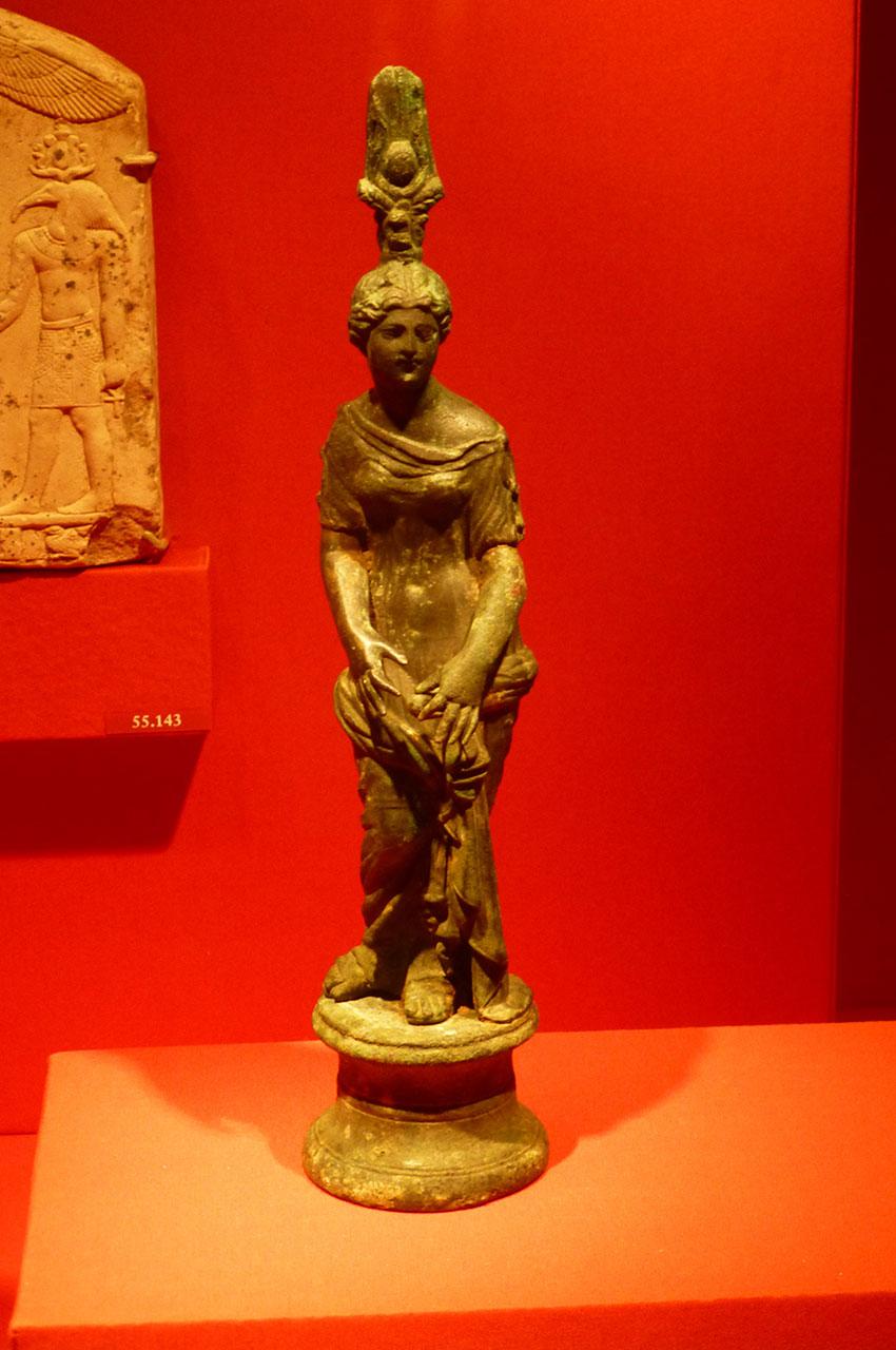 Statue de femme en bronze