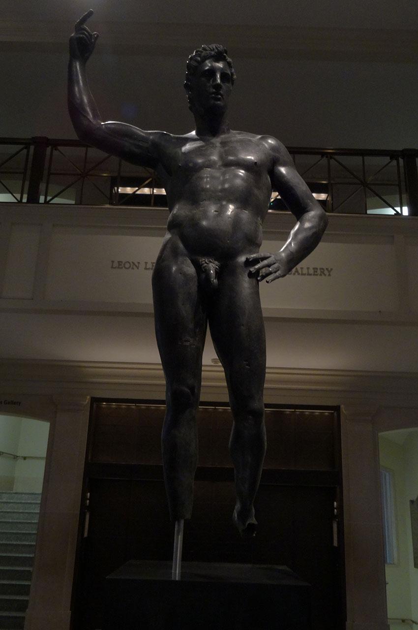 Statue en bronze d'un homme