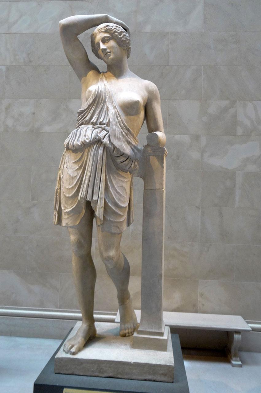 Statue en marbre d'une Amazone blessée
