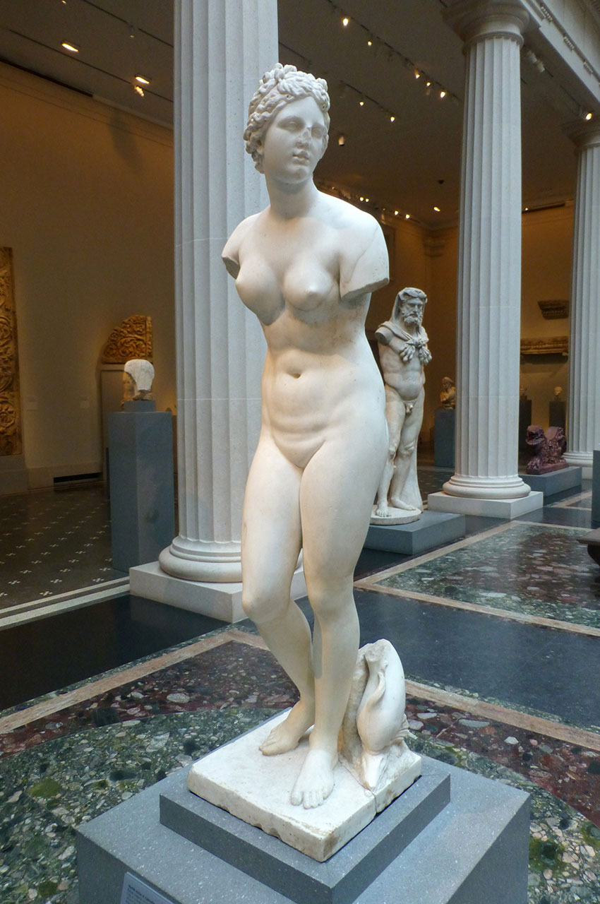 Statue en marbre d'Aphrodite