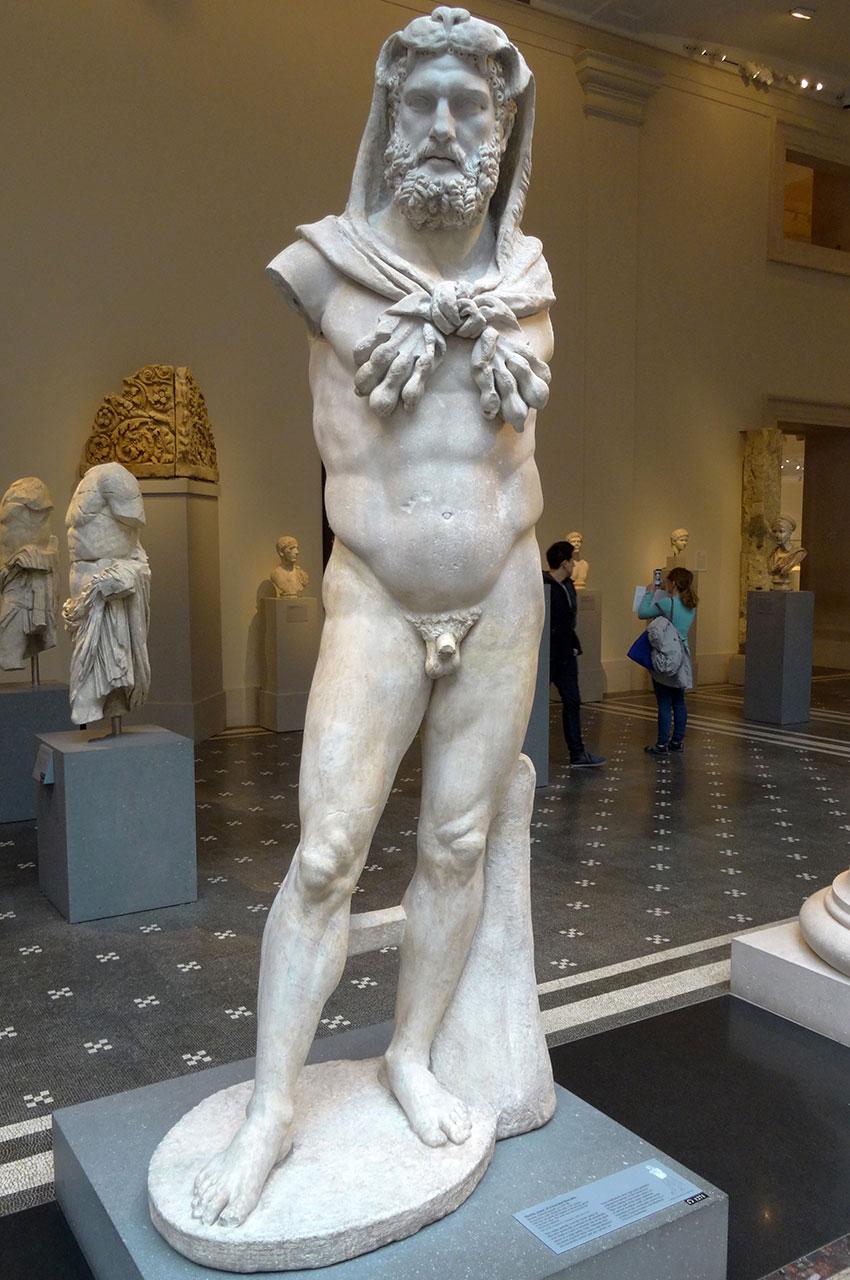 Statue en marbre d'un Hercule barbu