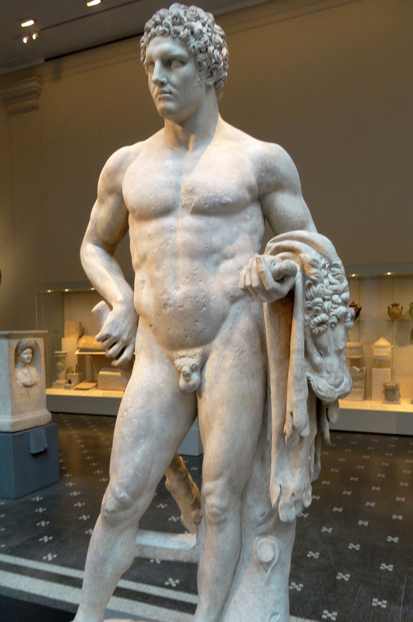 Statue en marbre d'un jeune Hercule