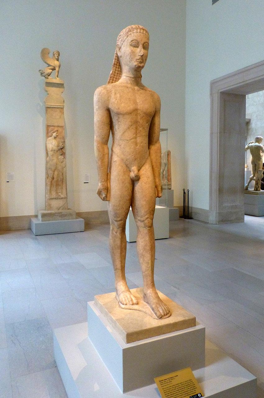 Statue en marbre d'un kouros