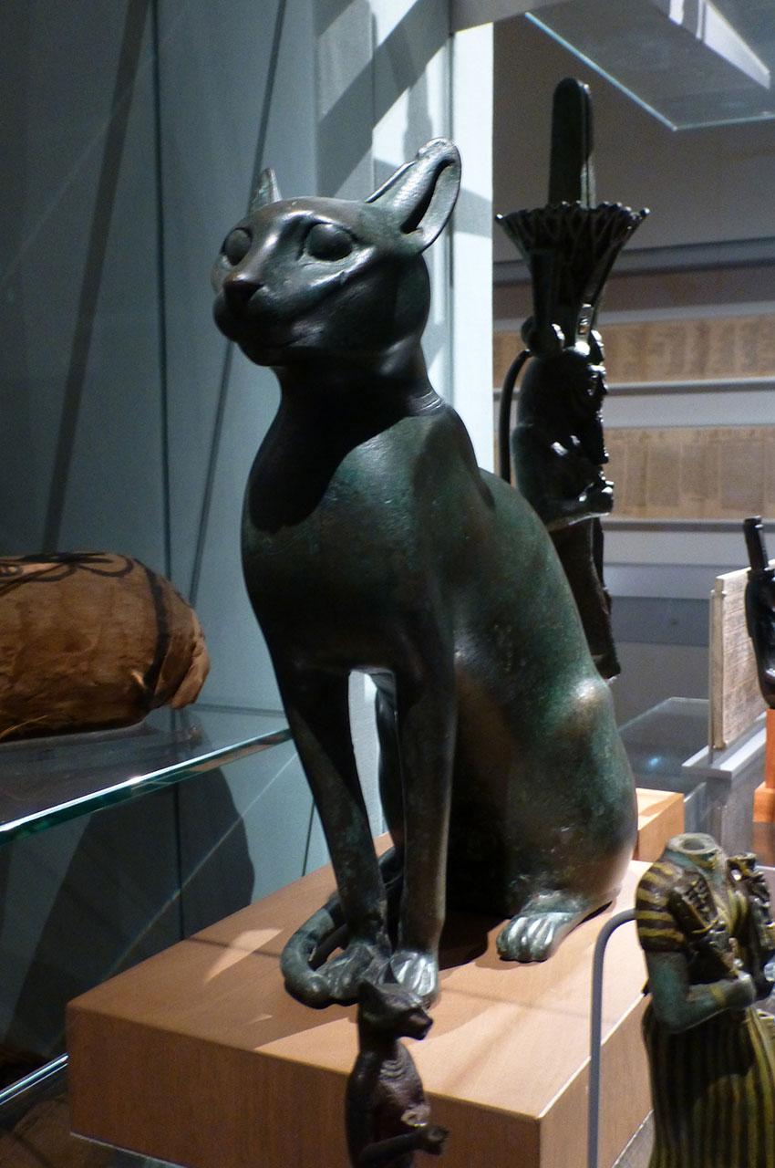 Statuette de chat destinée à contenir un chat momifié
