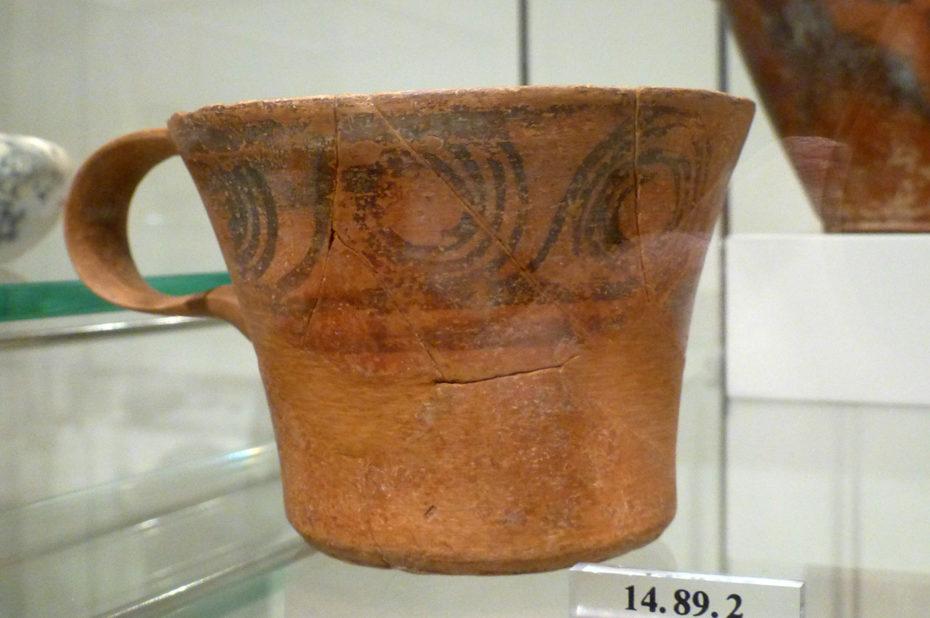 Tasse en terre cuite avec anse, 1500 ans avant J.-C.
