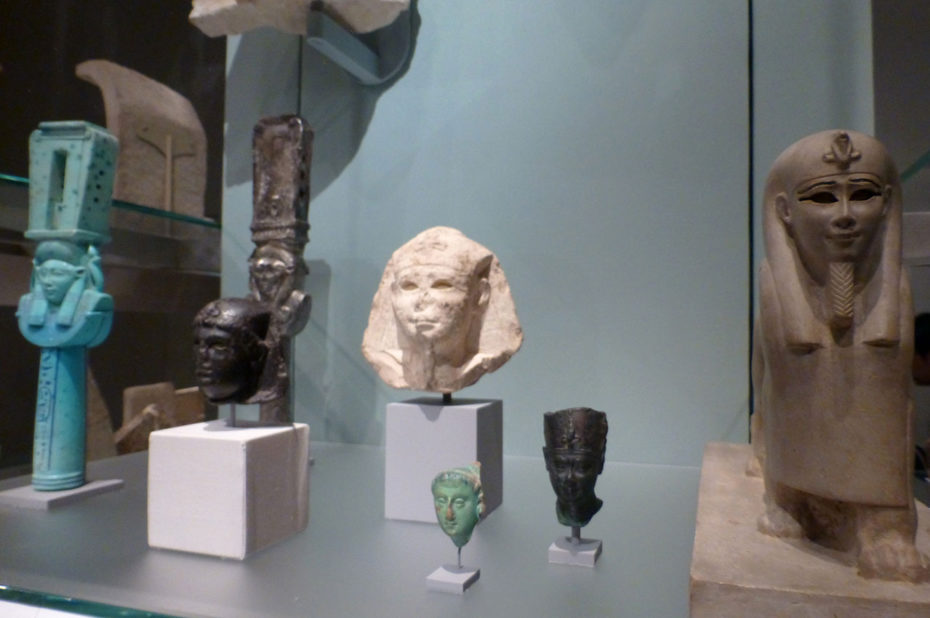 Têtes miniatures de pharaons égyptiens