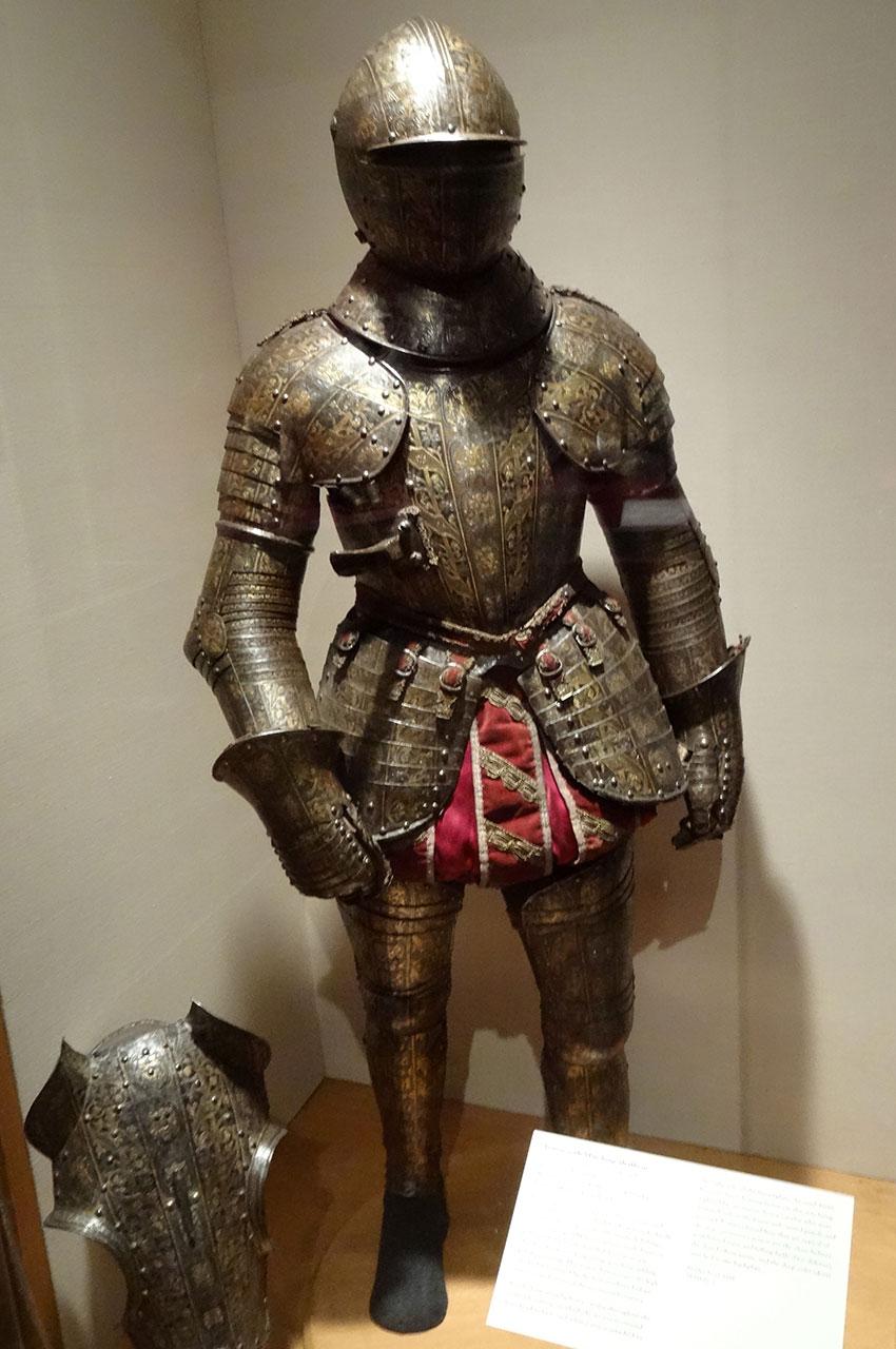 Armure italienne du XVIe siècle destinée à la cavalerie lourde