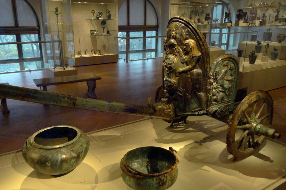 Char étrusque en bronze incrusté d'ivoire