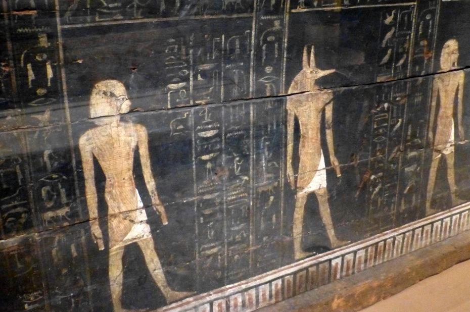 Détail des inscriptions sur le cercueil de Kamwese