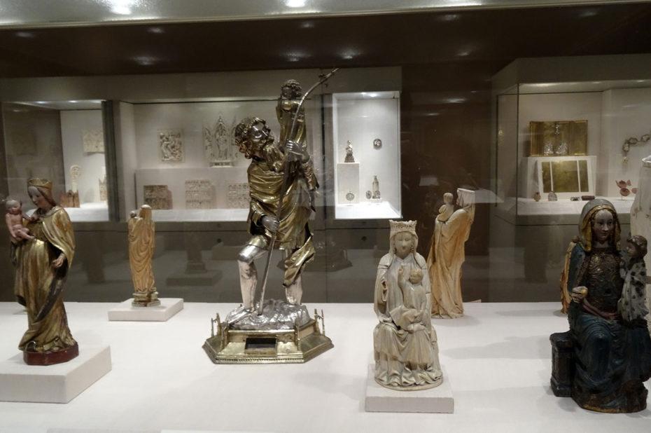 Diverses statues de l'aile américaine