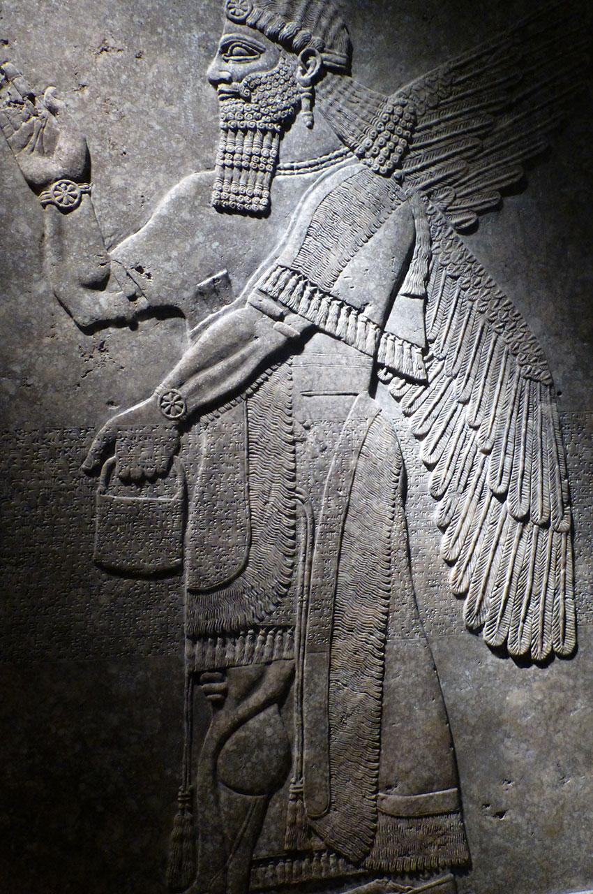 Génie ailé portant des bracelets fantaisie, palais du roi Assur-naïr-Pal II