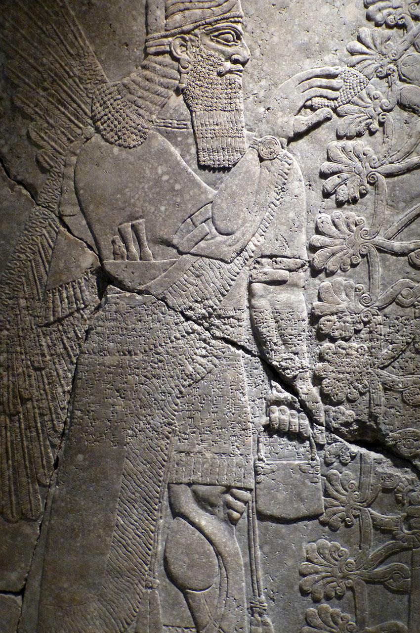 Génie ailé avec casque à cornes, palais du roi Assur-naïr-Pal II