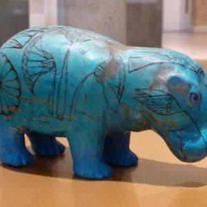 Faïence d'Égypte d'un hippopotame bleu