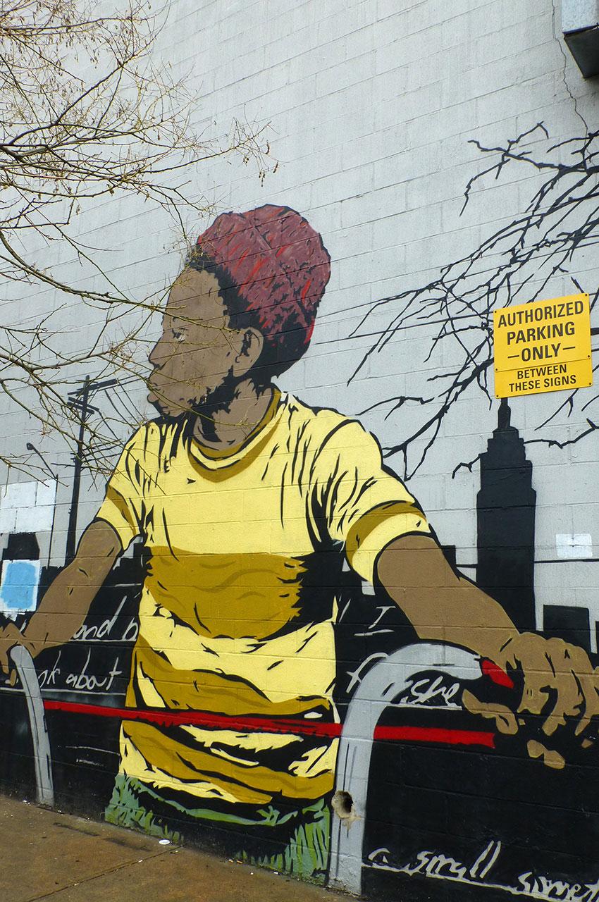Jeune homme sur un vélo