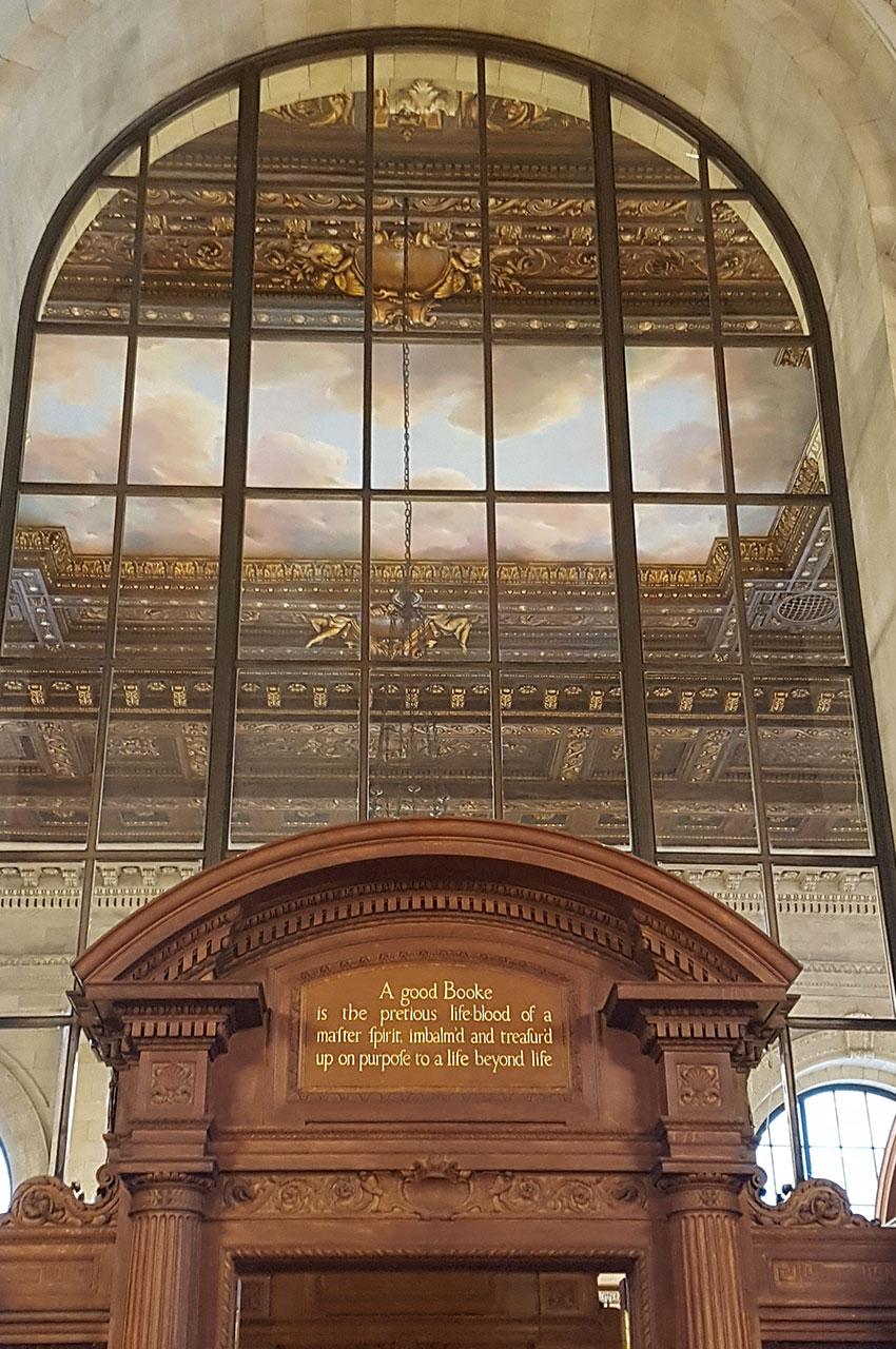"""Citation de John Milton au-dessus de la porte : """"A good booke..."""""""
