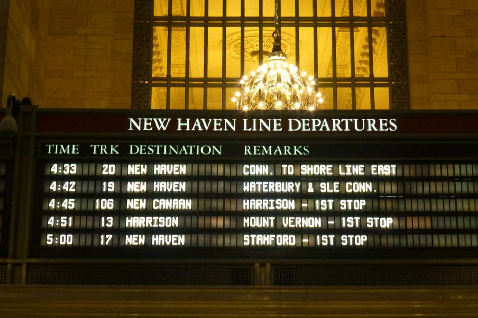 Tableau d'affichage des départs de New Haven Line