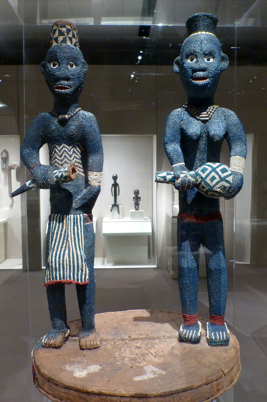 Trône de Njouteu : couple royal, Cameroun