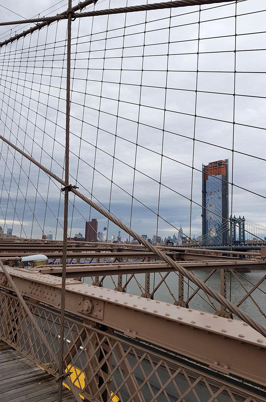 Les câbles en acier du pont