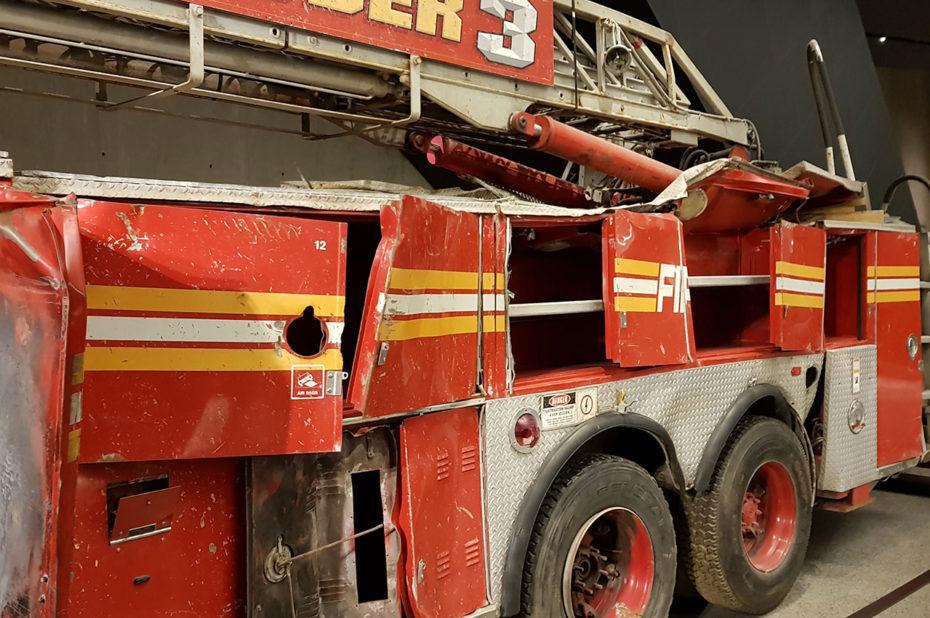 Camion de pompiers endommagé pendant l'intervention près des tours