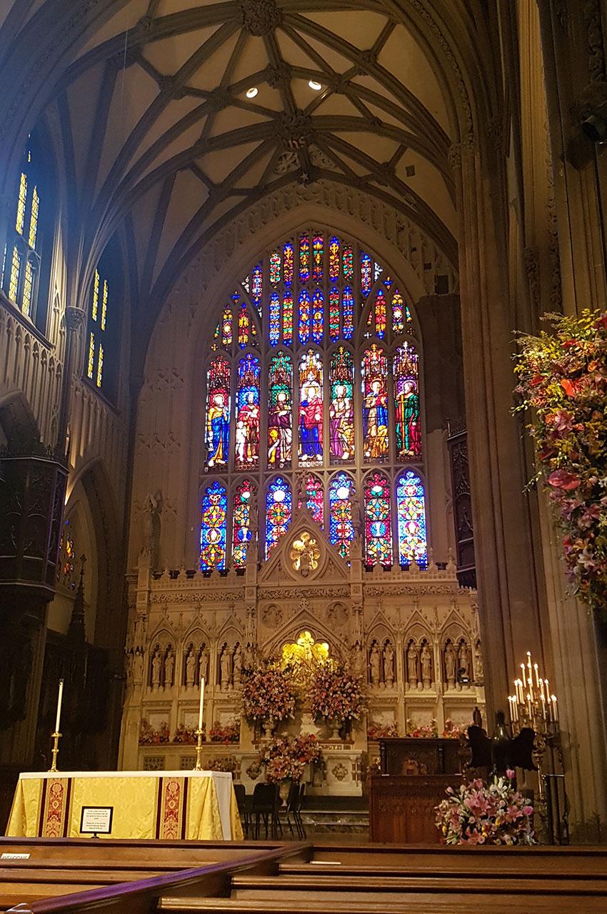 Le chœur et ses magnifiques vitraux