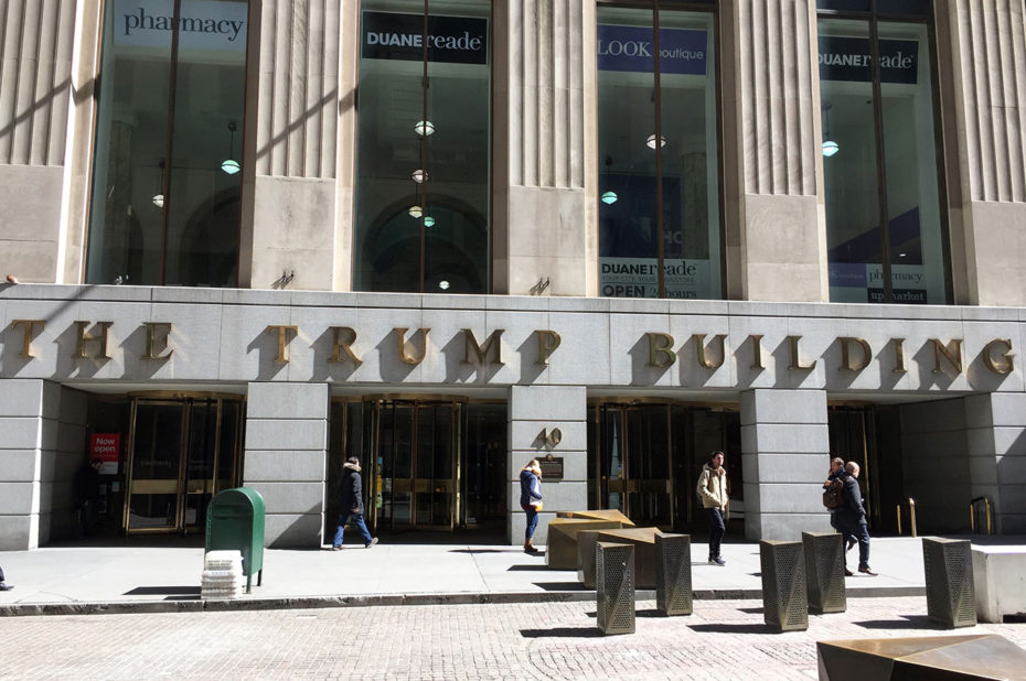 L'entrée de The Trump Building, à ne pas confondre avec la Trump Tower
