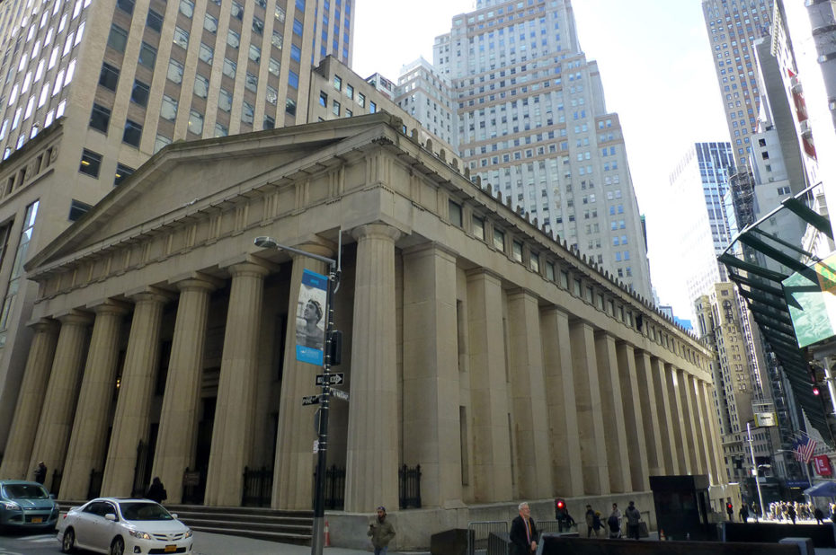 Federal Hall vu depuis Pine Street