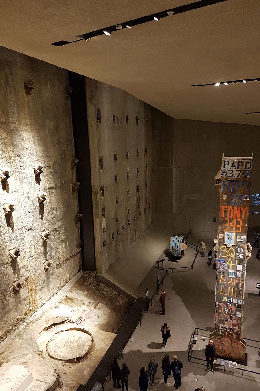 Le hall du musée où l'on voit les fondations des anciennes tours