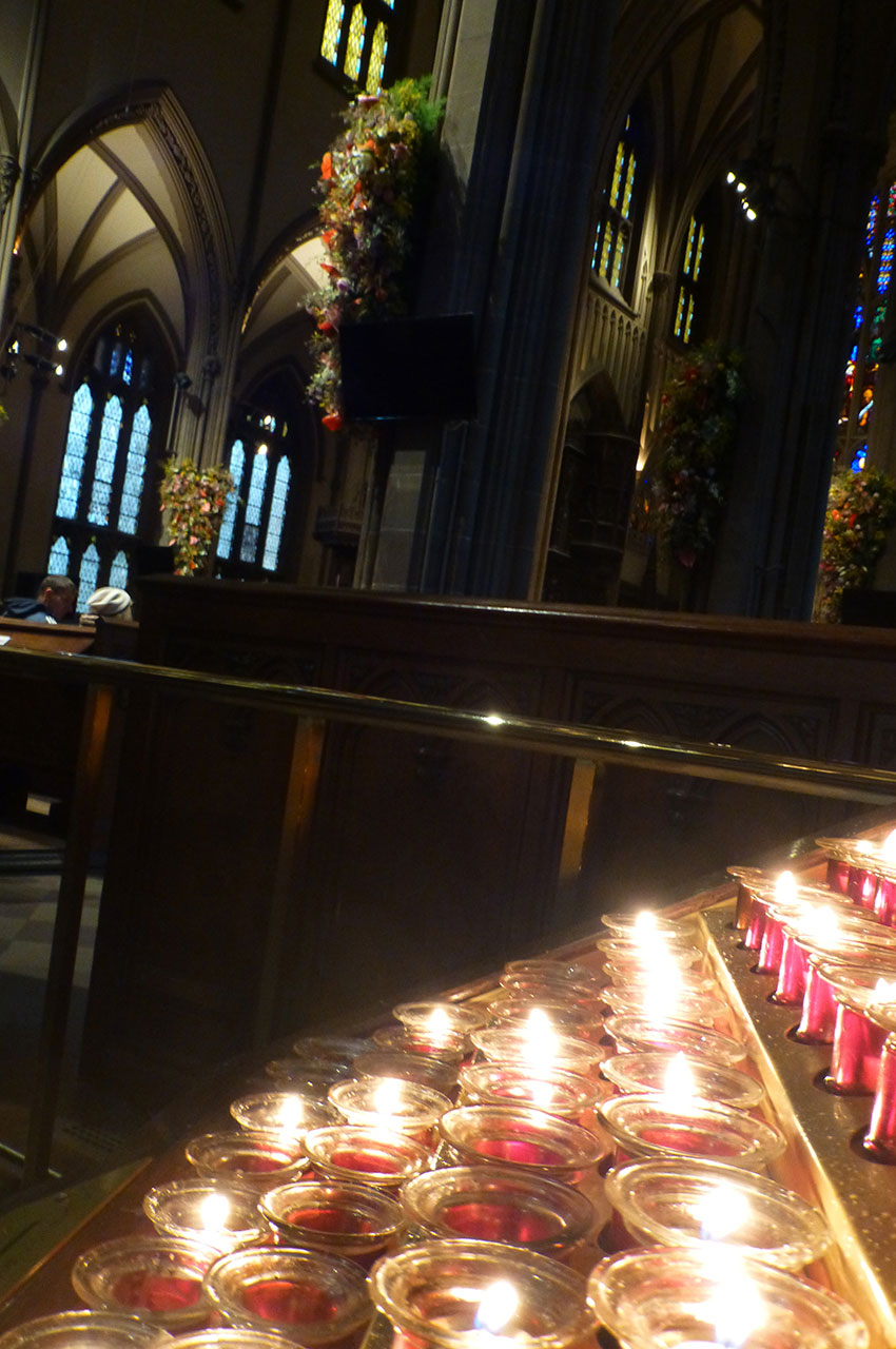 Lumignons témoins des prières des fidèles