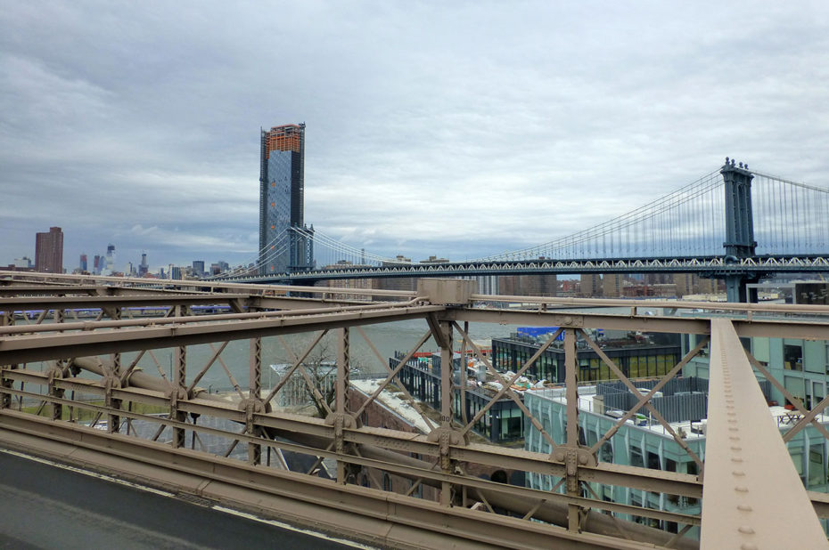 Manhattan Bridge, qui enjambe également l'East River