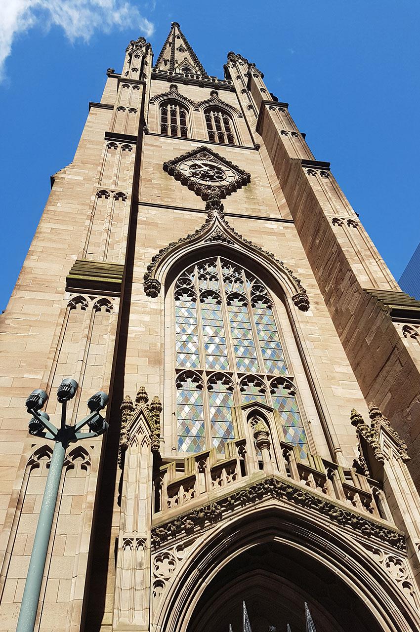 Trinity Church a une hauteur de 87 m