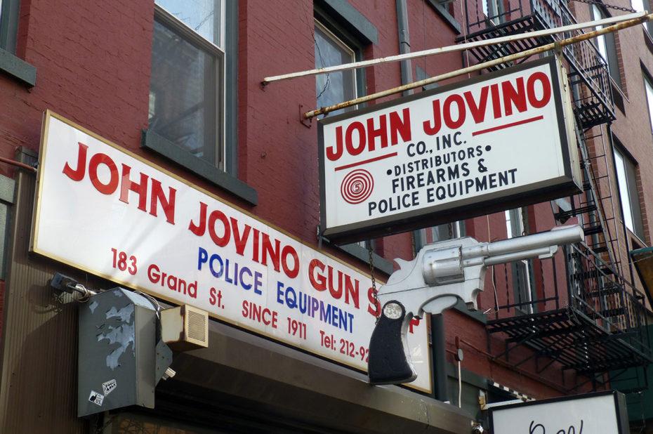 John Jovino, vendeur d'armes sur Grand Street