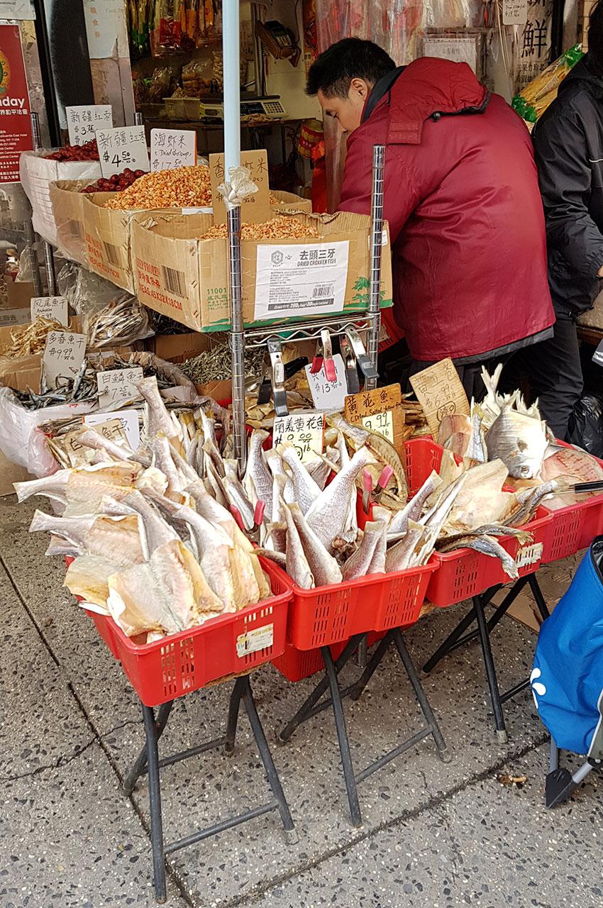 Vendeur de poissons à Chinatown