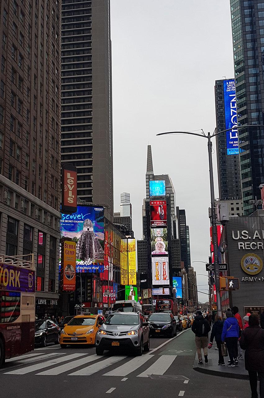 Arrivée à Times Square juste avant la nuit