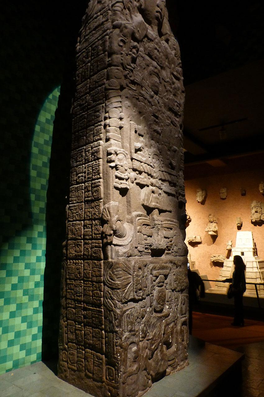 Colonne sculptée, symbole de l'art amérindien