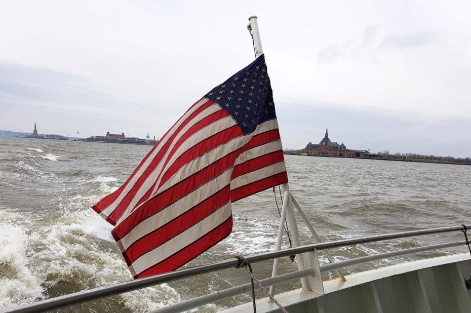 Drapeau américain à l'arrière du bateau