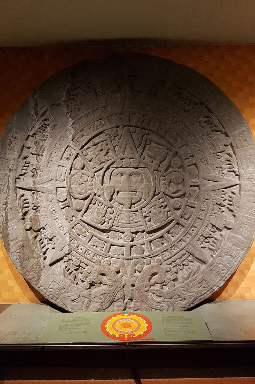 Pierre du Soleil, aussi appelé calendrier aztèque