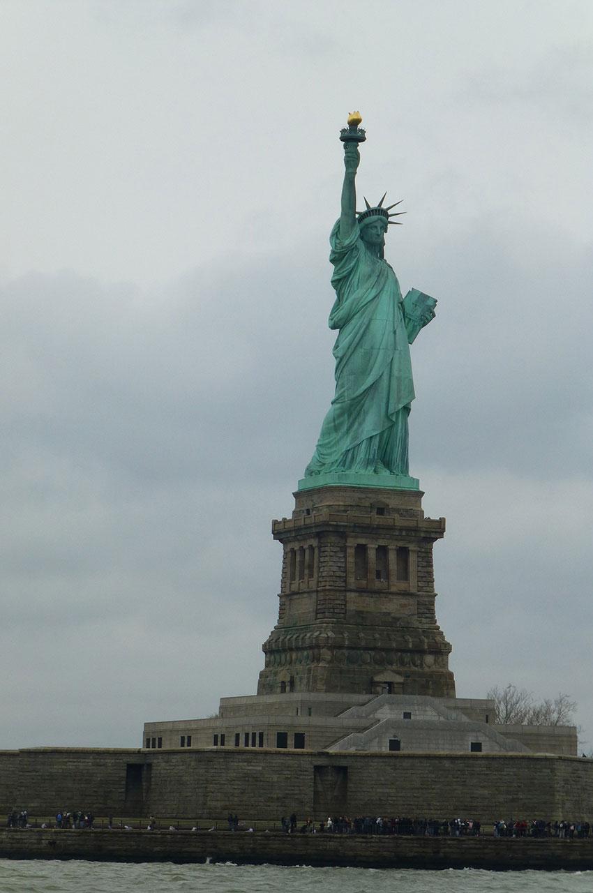 La statue de la Liberté est située sur Liberty Island