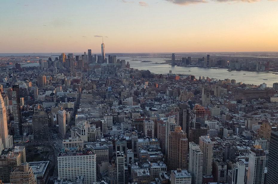 Le sud de Manhattan depuis l'Empire State Building au crépuscule