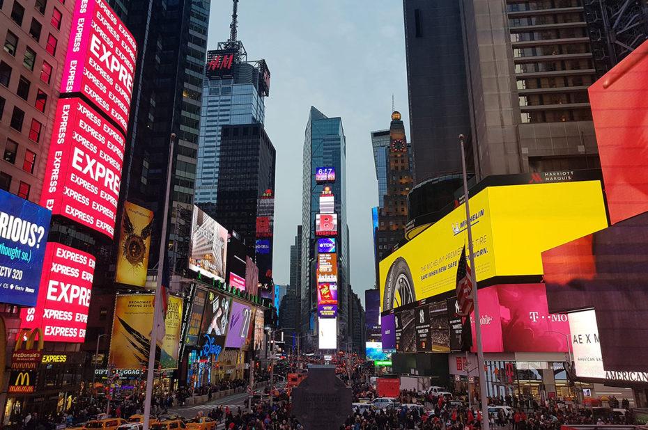 Times Square à la nuit tombante