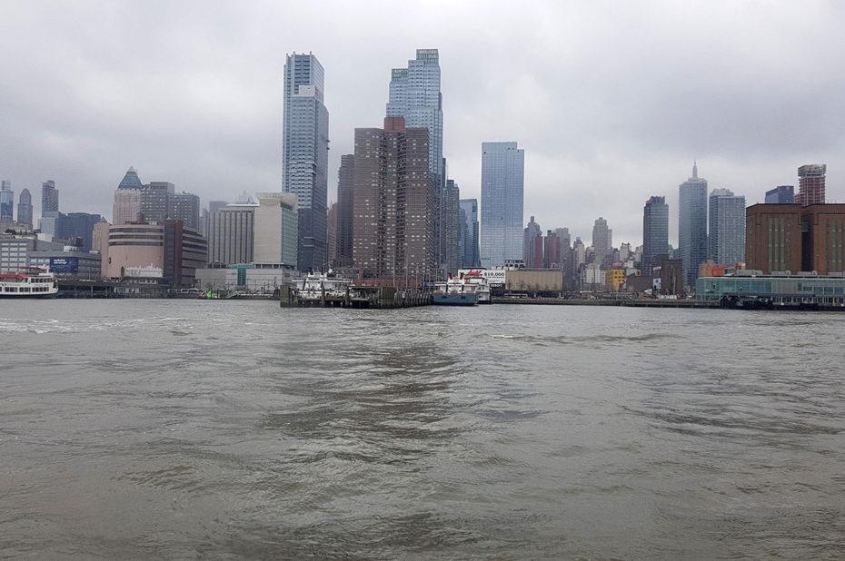 Vue sur Manhattan depuis la croisière sur l'Hudson