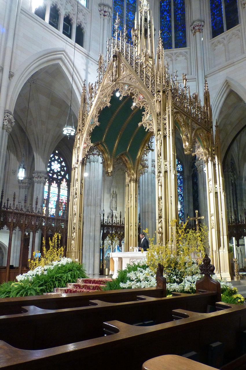 Baldaquin situé dans le chœur de la cathédrale