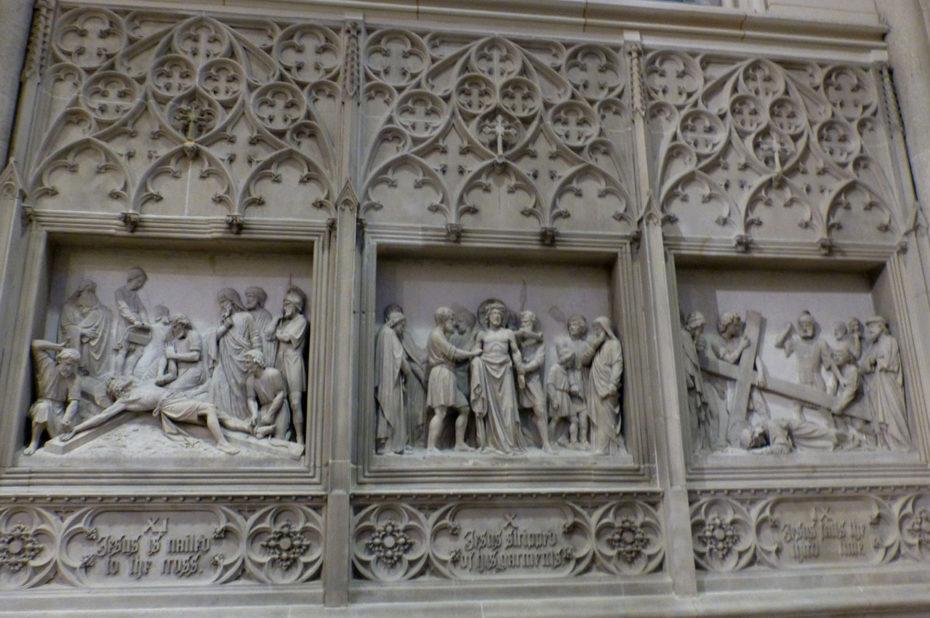 Bas-relief de scènes de la fin de la vie de Jésus